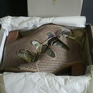 Franco Sarto Honolulu Leather Sandal 8 NIB